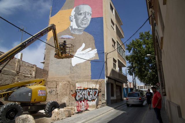 Arte urbano en La Mar de Músicas en homenaje a Paco Martín, con la pieza de los portugueses Frederico Draw y Rodrigo Contra - 1, Foto 1
