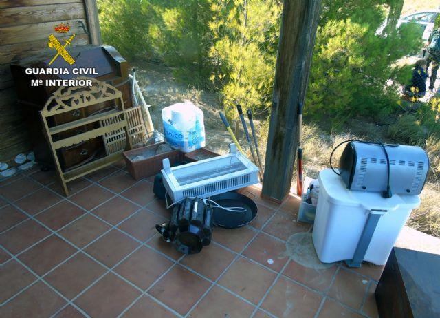 La Guardia Civil sorprende a tres mujeres mientras robaban en una vivienda - 1, Foto 1