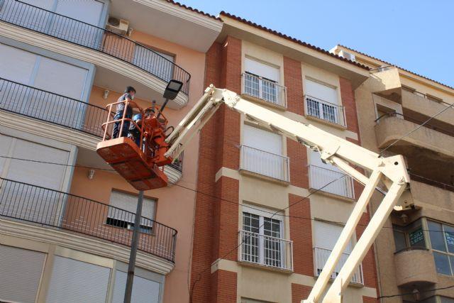 Las luminarias de calle Cánovas están siendo sustituidas por tipo led - 1, Foto 1