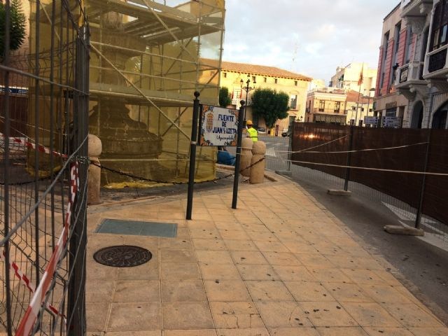 The rehabilitation works of the Juan de Uzeta Fountain begin, which will last until mid-November