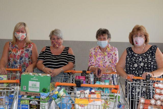 Voluntarias británicas recolectan más de 25 carros de alimentos para Cáritas - 1, Foto 1
