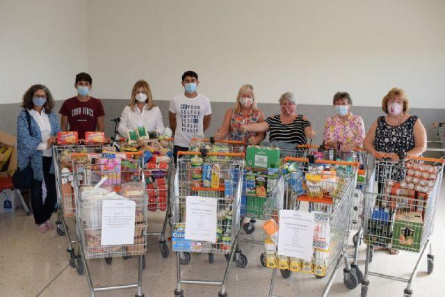 Voluntarias británicas recolectan más de 25 carros de alimentos para Cáritas - 3, Foto 3