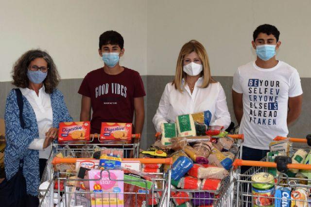 Voluntarias británicas recolectan más de 25 carros de alimentos para Cáritas - 4, Foto 4