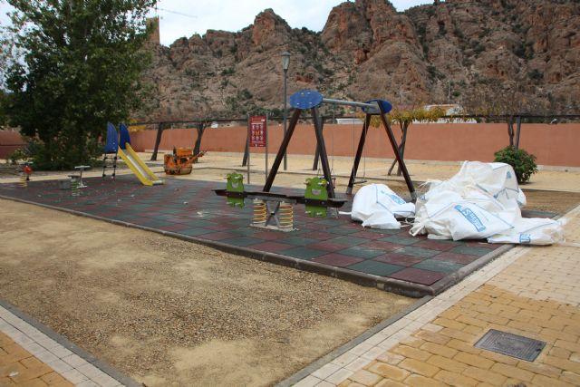 Mejoras del área de juegos infantiles del jardín Miguel de Cervantes - 1, Foto 1