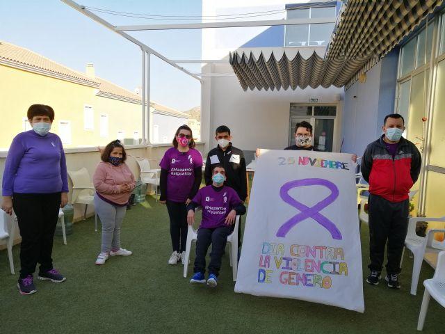 El centro de día de personas con discapacidad organiza actividades conmemorando el día contra la violencia de género - 1, Foto 1