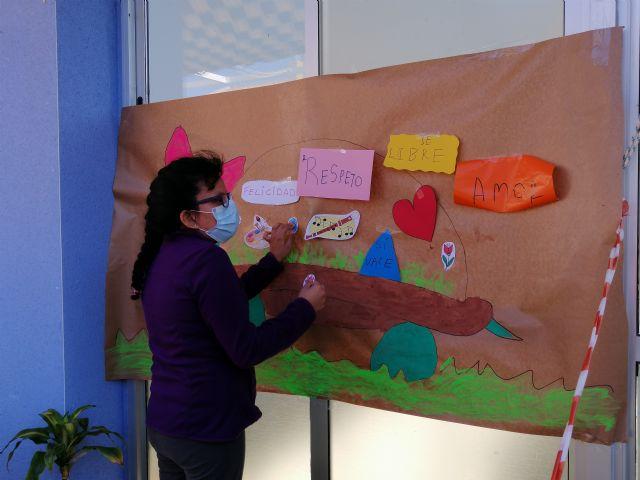 El centro de día de personas con discapacidad organiza actividades conmemorando el día contra la violencia de género - 2, Foto 2