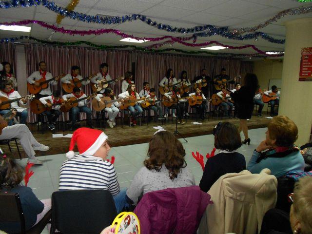 El Centro de Día de Persona Mayores celebra su fiesta de Navidad con la actuación del Grupo musical de Ana - 4, Foto 4