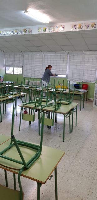 Educación aprovecha las vacaciones escolares para efectuar una limpieza de choque en todos los colegios - 1, Foto 1