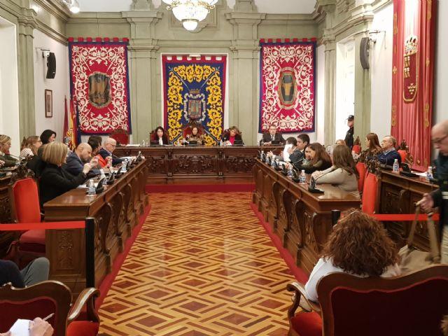 MC: Tras pedir 10 millones de euros en préstamos, `La Trinca´ impone una subida de impuestos - 3, Foto 3