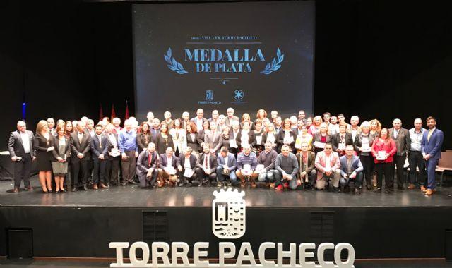 53 entidades ciudadanas del municipio reciben la Medalla de Plata Villa de Torre Pacheco - 1, Foto 1