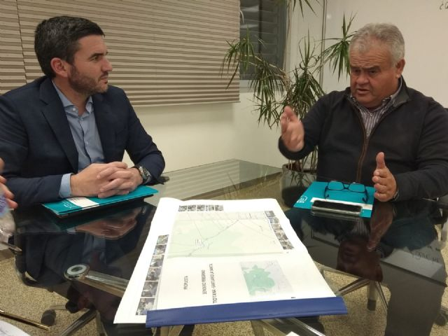 Juan Pagán has held a meeting with Antonio Luengo, Minister of Water, Agriculture, Livestock, Fisheries and Environment, to discuss important issues for Totana, Foto 2