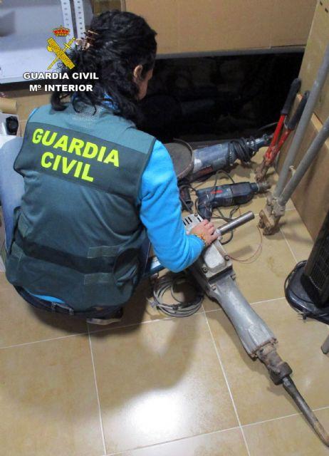 La Guardia Civil detiene a los 13 miembros de un experimentado grupo criminal dedicado al robo en viviendas de San Javier - 2, Foto 2