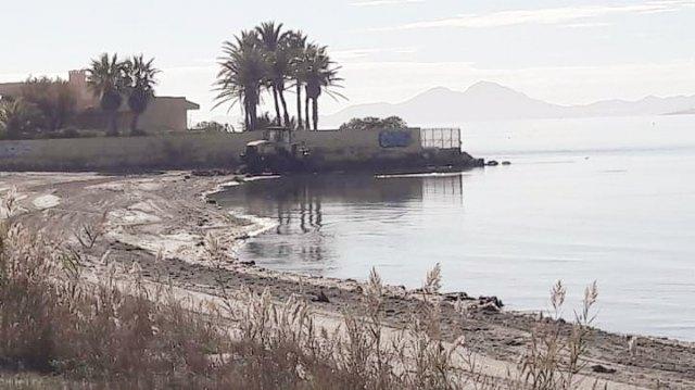 Así limpian minuciosamente las playas del Mar Menor - 1, Foto 1
