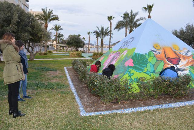 La zona verde del Paseo de Poniente se convierte en una exposición artística al aire libre - 1, Foto 1
