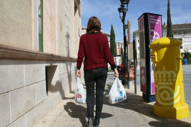 The obligation to charge for free plastic bags until a new ministerial order is postponed