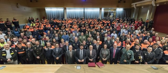 López Miras reconoce la labor de los 700 técnicos y voluntarios de Protección Civil,
