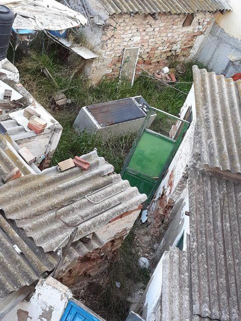PSOE: Vecinos de la calle Córdoba ´conviven´ con ratas, amianto, insectos y olores a animales muertos procedentes de un solar abandonado - 1, Foto 1