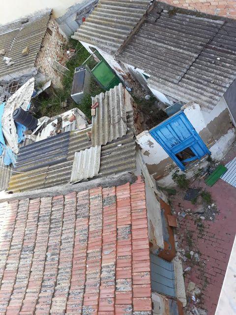 PSOE: Vecinos de la calle Córdoba ´conviven´ con ratas, amianto, insectos y olores a animales muertos procedentes de un solar abandonado - 2, Foto 2