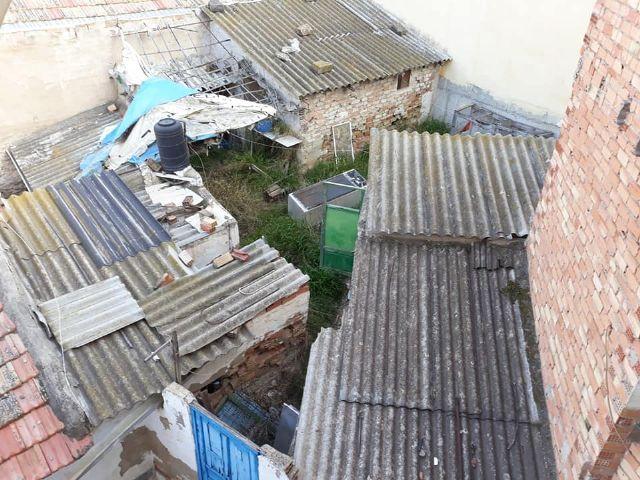 PSOE: Vecinos de la calle Córdoba ´conviven´ con ratas, amianto, insectos y olores a animales muertos procedentes de un solar abandonado - 3, Foto 3