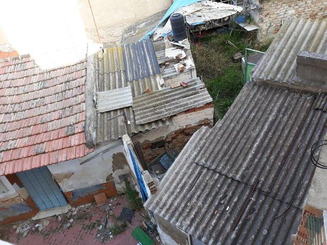 PSOE: Vecinos de la calle Córdoba ´conviven´ con ratas, amianto, insectos y olores a animales muertos procedentes de un solar abandonado - 4, Foto 4