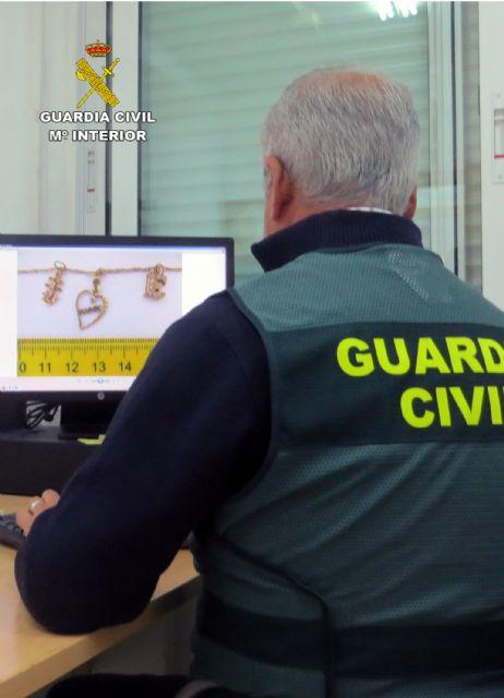 La Guardia Civil detiene a tres jóvenes por el robo con violencia en el domicilio de una septuagenaria - 3, Foto 3