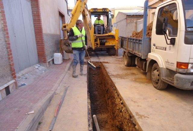 The file begins to contract the assistance of pavement demolitions, excavations and land fillings and pavement restitution for the Municipal Water Service