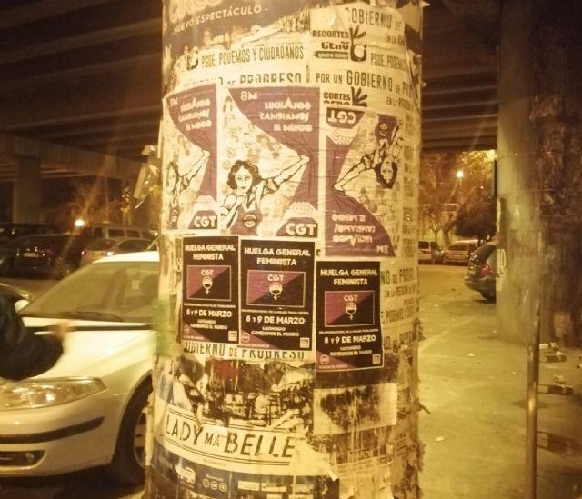 Inicio de la pegada de carteles con motivo de la convocatoria de huelga feminista para el 8 y 9 de marzo en la Región de Murcia - 1, Foto 1