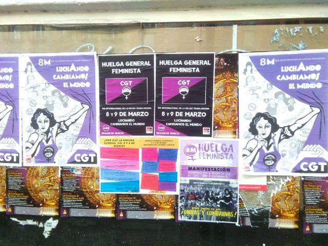 Inicio de la pegada de carteles con motivo de la convocatoria de huelga feminista para el 8 y 9 de marzo en la Región de Murcia - 2, Foto 2