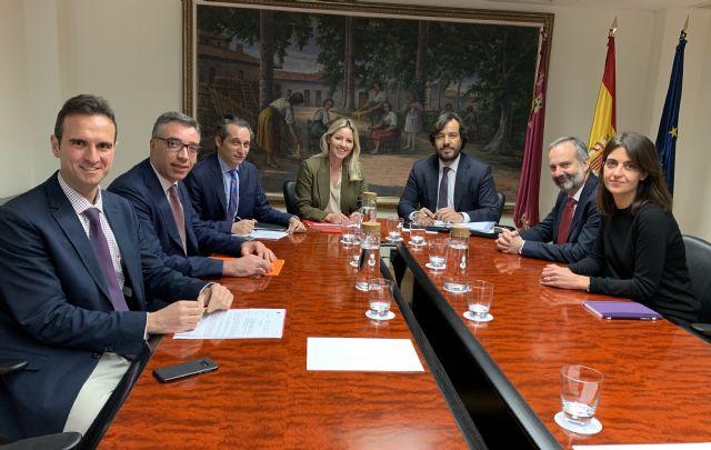 El Gobierno regional negocia con Sabic la posible recolocación de los trabajadores afectados por el ERE de la compañía - 1, Foto 1