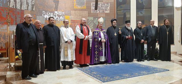 Representantes de diversas confesiones cristianas participan en el acto de oración ecuménica - 1, Foto 1