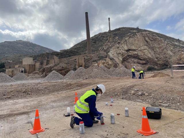 Comienzan los trabajos de caracterización de suelos que definirán el proyecto de descontaminación de la parcela de Peñarroya - 1, Foto 1