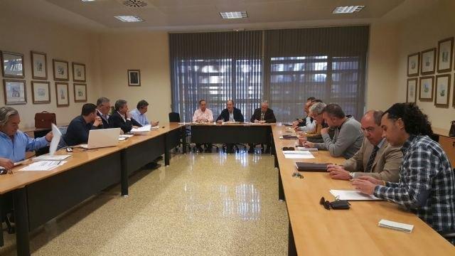 Consejería y agricultores ultiman una propuesta para plantear una solución al seguro de los frutales de hueso