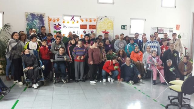 The Orchestra gives a concert La Dolorosa users of the two day centers occasion of Easter, Foto 1
