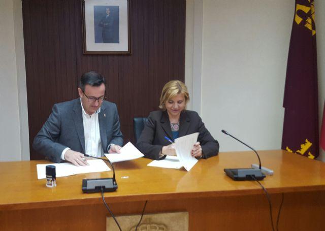 La Comunidad financia con más de 327.000 euros la ayuda a domicilio a personas dependientes de Alhama de Murcia, Foto 1