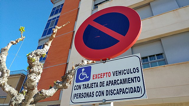 The Local Police maintains the campaign of control and surveillance of the improper parking Preserving the loading and unloading areas, exit of vehicles and parking for the disabled, among others
