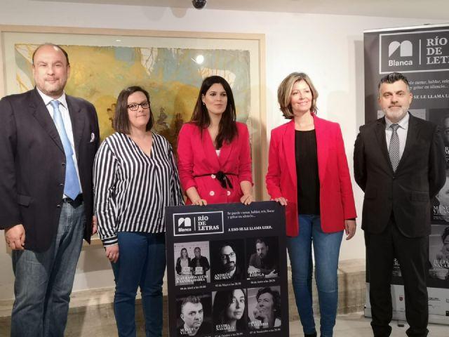 Juan Ramón Lucas y Sandra Ibarra abrirán en abril en Blanca el ciclo literario ´Río de Letras´ - 1, Foto 1