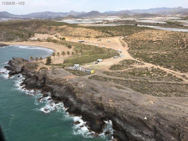 Un helicóptero se incorpora al dispositivo de búsqueda para localizar a los inmigrantes desaparecidos ayer tarde en Percheles - 1, Foto 1