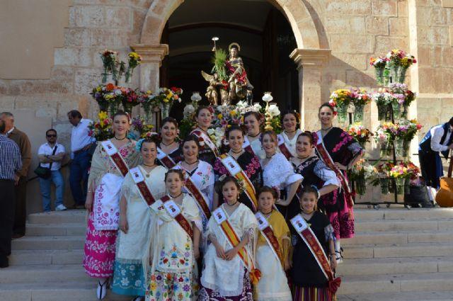 Más de medio centenar de blanqueños participan en la ofrenda de flores y frutos a San Roque - 1, Foto 1