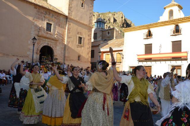 Más de medio centenar de blanqueños participan en la ofrenda de flores y frutos a San Roque - 2, Foto 2