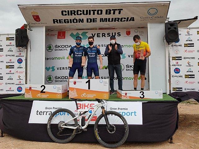 [Manuel Fuella Crespo, tercer puesto en categoría Elite, y Vanesa Anón Mansilla, segunda en categoría Féminas B en la XXII Bike Maratón Ciudad de Totana