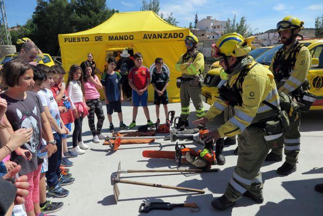 Escolares caravaqueños participan en una exhibición de medios para conocer la importancia de prevenir los incendios forestales - 3, Foto 3