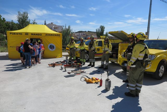 Escolares caravaqueños participan en una exhibición de medios para conocer la importancia de prevenir los incendios forestales - 5, Foto 5