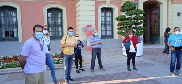 Nueva concentración frente al ayuntamiento de Murcia motivada por la problemática laboral en Mercamurcia - 3, Foto 3