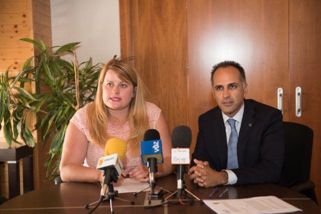 Ayuntamiento y UPCTprorrogan el convenio que divulga la actividad universitaria entre los alumnos del municipio - 1, Foto 1