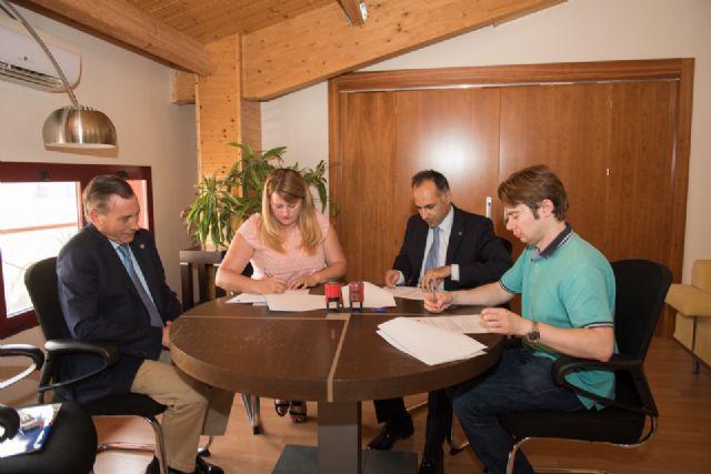 Ayuntamiento y UPCTprorrogan el convenio que divulga la actividad universitaria entre los alumnos del municipio - 2, Foto 2