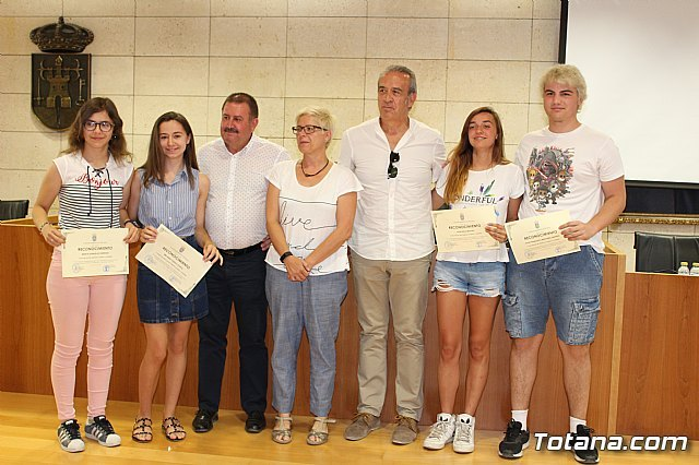 """The II Academic Excellence Awards for the 2016/2017 academic year are given to the ESO and Bachillerato students of the IES """"Juan de la Cierva"""" - 1"""