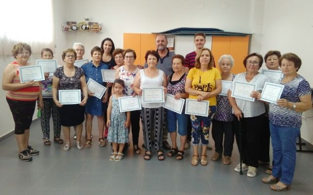 Ends the program of Gymnastics for Elderly 2018/19 in El Paretón with the delivery of diplomas to all participants
