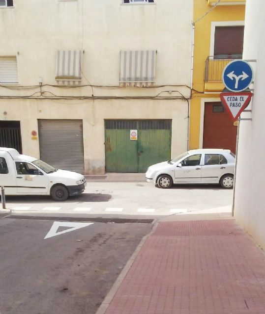 Road signs are being carried out that will improve the access of the residents of the district of the Era Alta to the avenue of Lorca