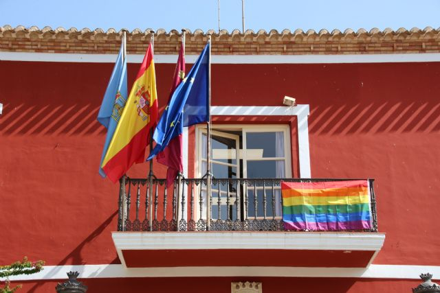 El Ayuntamiento de Alhama se suma al día del Orgullo LGTBIQ, Foto 2