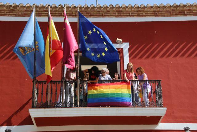 El Ayuntamiento de Alhama se suma al día del Orgullo LGTBIQ, Foto 3